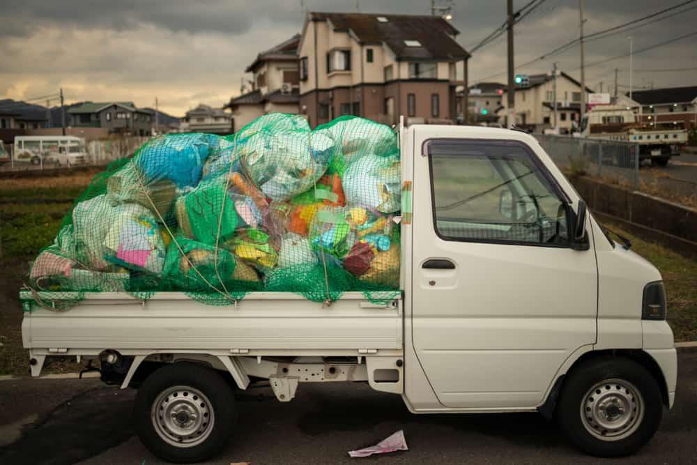 Siatki mogą również zabezpieczać transport śmieci - Sieci-siatki.pl