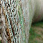 Wykorzystanie siatki polipropylenowej w rolnictwie przy belowaniu i żniwach