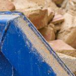 Siatka na kontenery budowlane – dlaczego warto w nią zainwestować?