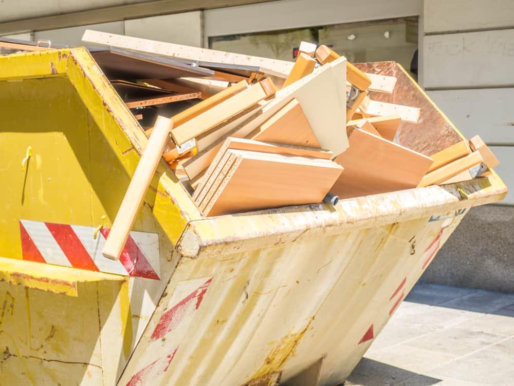 kontenery budowlane bez siatki ochronnej