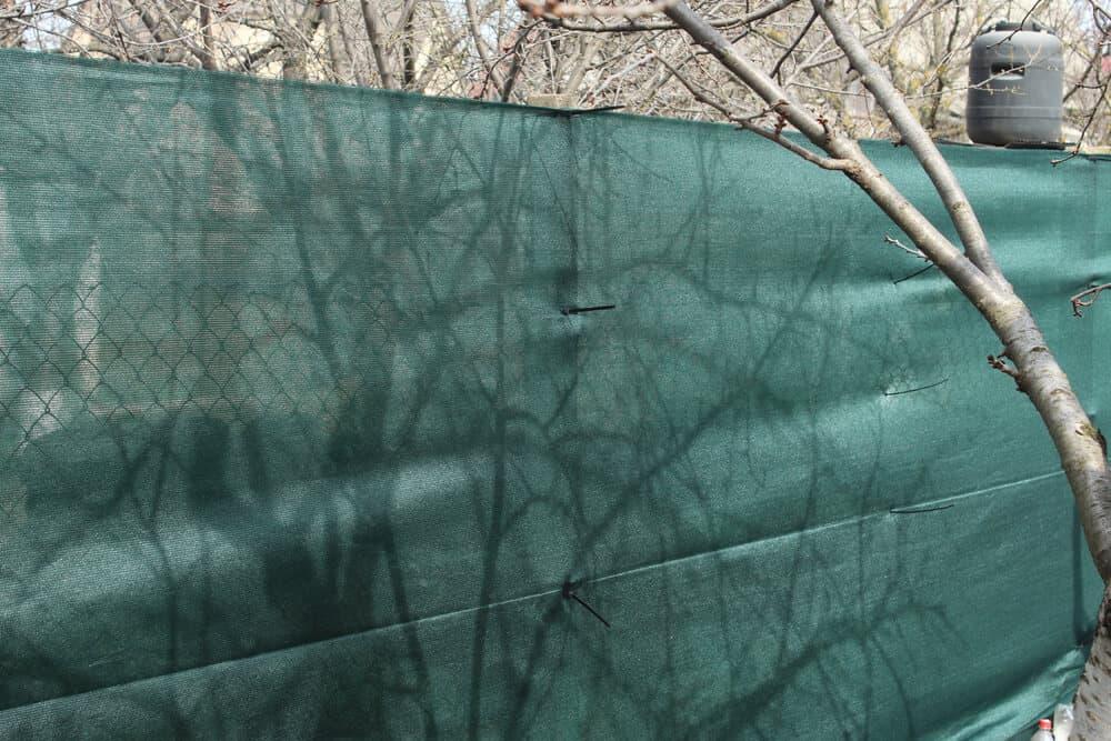 Siatka maskująca na ogrodzenie